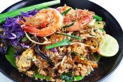 Remuez la ligne en verre frite d'algue avec la crevette (la protection thaïlandaise) photo stock