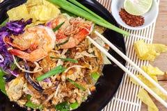 Remuez la ligne en verre frite d'algue avec la crevette (la protection thaïlandaise) photographie stock libre de droits