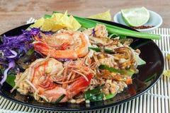 Remuez la ligne en verre frite d'algue avec la crevette (la protection thaïlandaise) images libres de droits