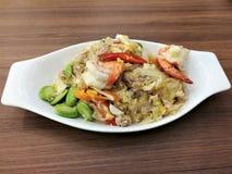 Remuez la nouille et la crevette en verre frites avec le haricot stinky Sataw photographie stock