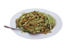Remuez la nourriture végétarienne de nouille de mouche avec le fond blanc image libre de droits