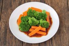 Remuez le brocoli et la carotte frits image libre de droits