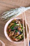 Remuez le poisson-chat frit épicé, nourriture thaïlandaise, vue supérieure photos stock