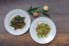 Remuez le poivron de poulet frit et remuez le poivron de poulet frit thaïlandais Images stock