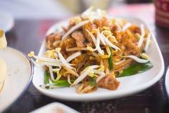 Remuez les nouilles de riz frit ou la protection Mee Korat image stock