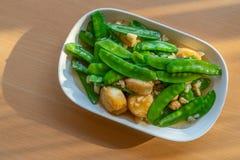 Remuez les pois frits avec le tofu d'oeufs mous image stock