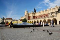 Renässans Sukiennice också som är bekant som torkduken Hall i Krakow, Polen Arkivbilder