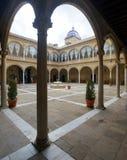 Renässansborggård av Santiago Hospital royaltyfria bilder