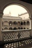 Renässansuteplats av museet av Santa Cruz i Toledo, Spanien arkivfoto