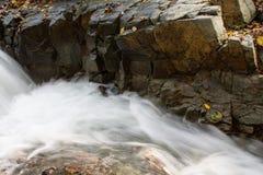 Ren bergliten vik Royaltyfria Bilder
