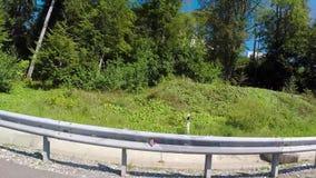 Ren landsväg plats Rumsren asfaltväg som leder till semesterorten för Sochi stadsstrand i sydligt land arkivfilmer