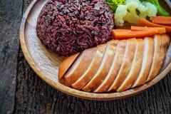 Ren mat, grillade fega bröst och grönsaker Royaltyfri Fotografi