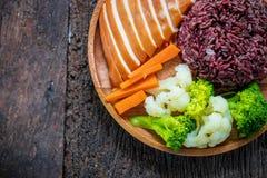 Ren mat, grillade fega bröst och grönsaker Arkivbilder