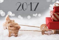 Ren mit Schlitten, silberner Hintergrund, Text 2017 Stockbild