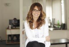 Modern yrkesmässig affärskvinna Fotografering för Bildbyråer