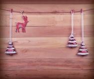 Ren och julgran på träbakgrund toning retro Royaltyfri Foto