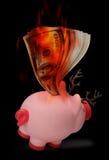 Ren-Piggy Querneigung auf Feuer Lizenzfreie Stockfotos