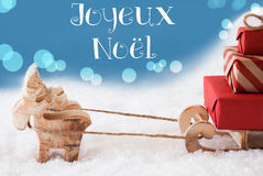 Ren, Schlitten, hellblauer Hintergrund, Joyeux Noel Means Merry Christmas Stockfotos