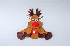 Rena feito a mão de Rudolph do Natal do cartão do feltro e das estrelas vermelhas Fotos de Stock