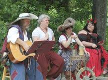 Renaissance Eerlijke muzikale entertainers in kostuum Royalty-vrije Stock Afbeeldingen