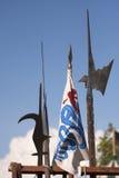 Renaissance-Waffen Halberds-Skyline mit Markierungsfahne. Stockfotografie