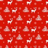 Renas realísticas tiradas do teste padrão do Natal mão sem emenda, abeto, flocos de neve, silhueta branca no fundo vermelho Foto de Stock