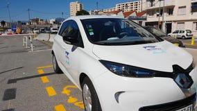 Renault Ζωή Electric Car Charging Up σε μια οδό στη Νίκαια Γαλλία φιλμ μικρού μήκους