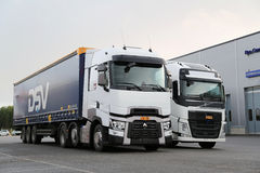 Renault ciężarówki T FH Semi na demonstraci przejażdżki wydarzeniu i Volvo Zdjęcie Stock