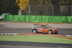 Renault Clio samlar bilen på Monza Arkivfoton