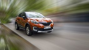 Renault es un coche rojo imagen de archivo libre de regalías