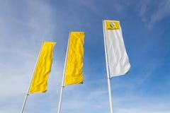 Renault-Firmenlogo auf Verkaufsstellegebäude Lizenzfreie Stockfotos