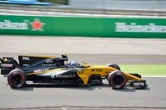 Renault Formula One dat door Jolyon Palmer wordt gedreven Stock Foto