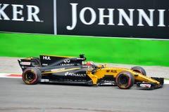 Renault Formula One dat door Nico HÃ ¼ wordt gedreven lkenberg Stock Foto's