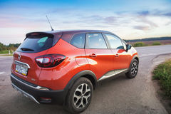 Renault Kaptur på huvudvägen fotografering för bildbyråer