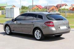 Renault Laguna 2010 grå färger Fotografering för Bildbyråer