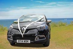 Renault ślubny samochód wybrzeżem Zdjęcia Stock
