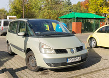 Renault Scenic parqueado Fotos de archivo