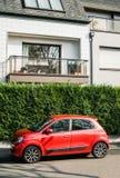 Renault Twingo parkte auf einer französischen Straße Lizenzfreies Stockbild