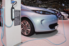 Renault ZOE EV e stazione di carico Immagine Stock Libera da Diritti