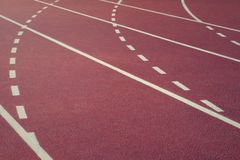 Renbaan op stadion Rode renbaan De achtergrond van de sport Royalty-vrije Stock Afbeelding