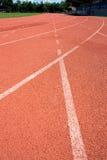 Renbaan voor de atletenachtergrond Stock Afbeeldingen