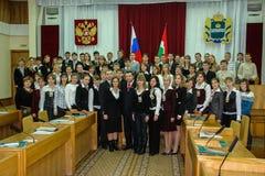 Rencontrant des étudiants le gouverneur de la région de Kaluga en Russie photos stock