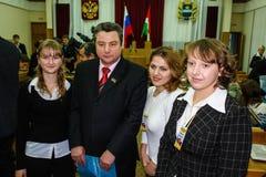 Rencontrant des étudiants le gouverneur de la région de Kaluga en Russie photographie stock libre de droits