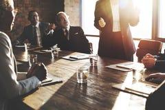 Rencontrer le concept d'entreprise de travail d'équipe de séance de réflexion de succès photo stock