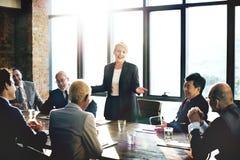 Rencontrer le concept d'entreprise de travail d'équipe de séance de réflexion de succès images stock