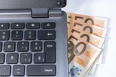 Renda i soldi in linea Fotografie Stock Libere da Diritti