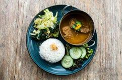 Rendang-Rindfleischmahlzeit in Indonesien Stockbilder