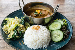 Rendang-Rindfleischteller in Indonesien Stockbilder