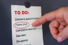Rendendo ad amore una priorità Fotografie Stock Libere da Diritti
