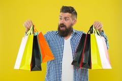 Rendez en faisant des emplettes plus joyeux Appréciez les affaires rentables de achat vendredi noir Les achats avec la remise app photographie stock